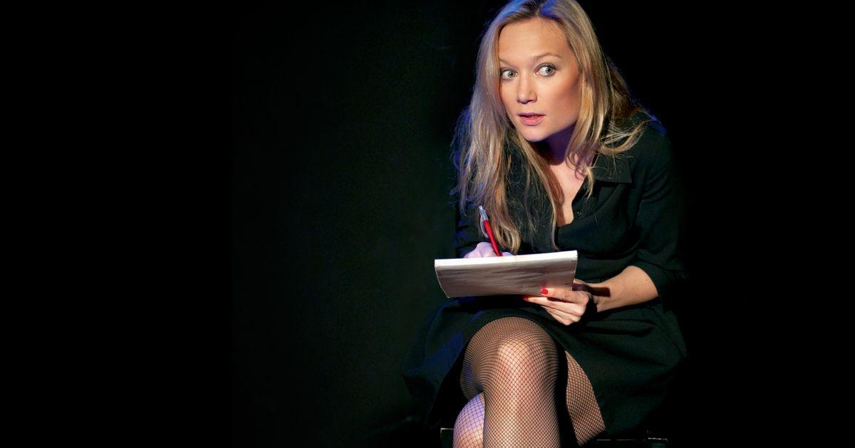 Caroline Vigneaux quitte la robe en VOD et en téléchargement sur myCANAL