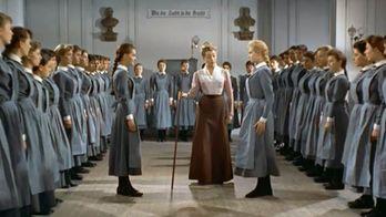 Jeunes filles en uniforme