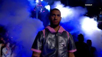 Tony Yoka entre sur le ring à la H Arena de Nantes