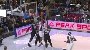 Richard Solomon (Dijon) dunke sur 3 joueurs adverses