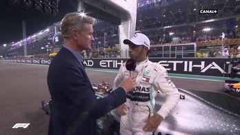 Lewis rend hommage aux jeunes derrière lui
