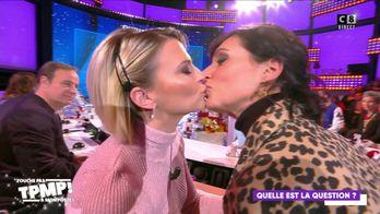 Le baiser sensuel entre Kelly Vedovelli et Géraldine Maillet