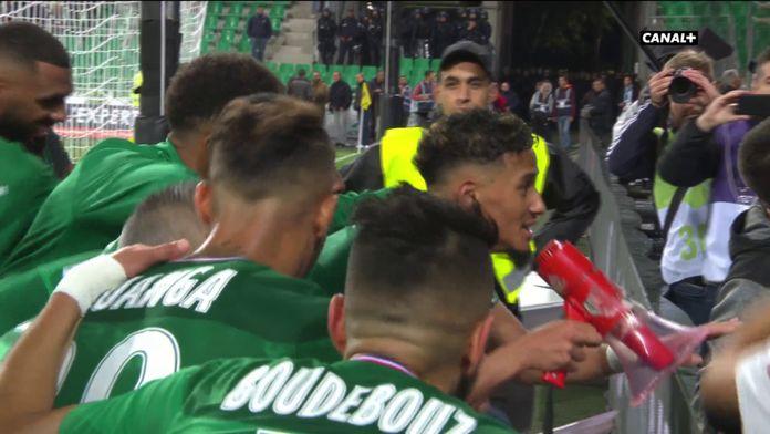 La communion des joueurs de Saint-Étienne avec leur public !