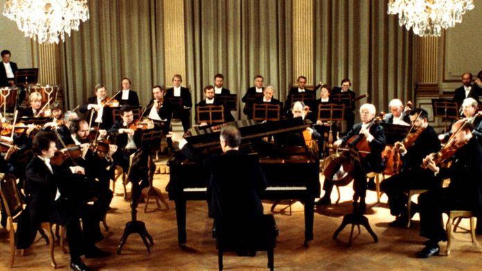 Mozart - Concerto n°25 joué et dirigé par Daniel Barenboïm