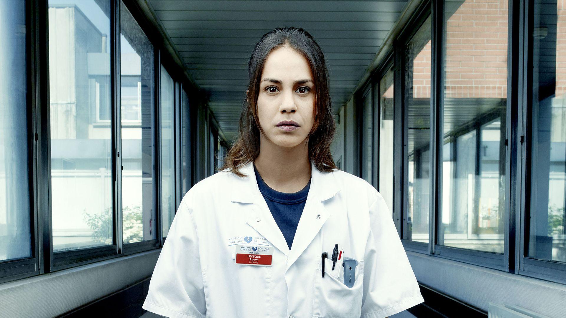 Alice Belaïdi comme vous ne l'avez jamais vue dans « Hippocrate »