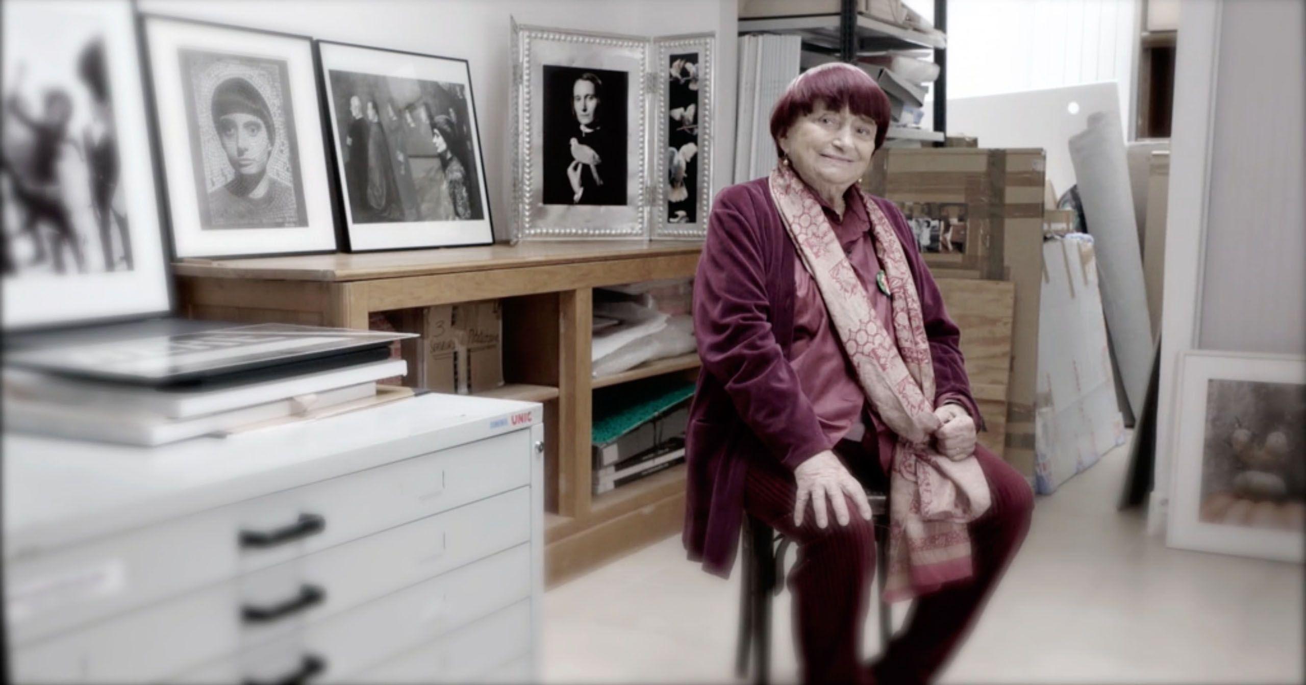 Agnès Varda voit défiler sa vie d'artiste, et la commente pour Tchi Tcha