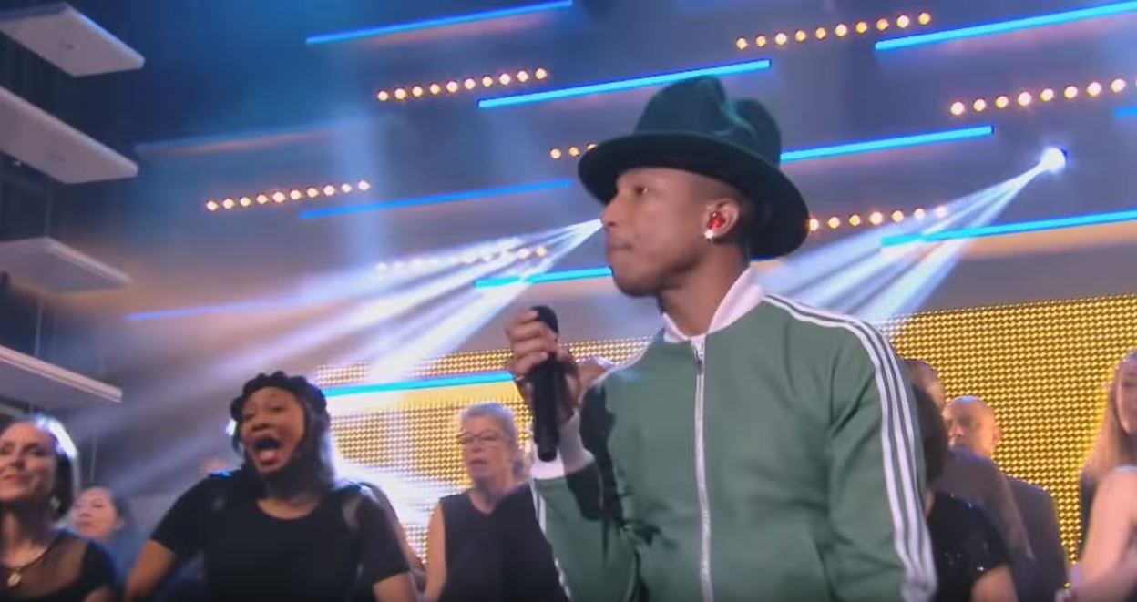 "Pharrell Williams : ""Happy"" - Live CANAL+"