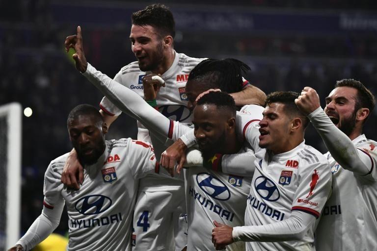 Lyon sur sa lancée, Lille s'accroche