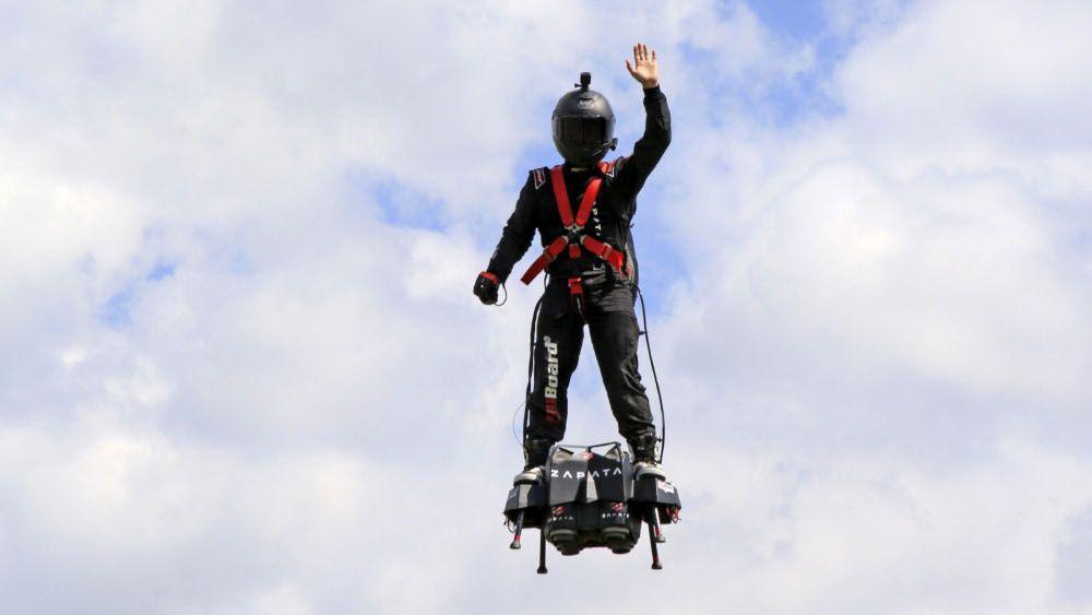 Franky Zapata, l'homme qui vole dans le sillage des pionniers de l'aviation