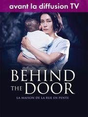 Behind The Door - La maison de la rue en pente