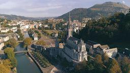 Lourdes, le sanctuaire de la démesure