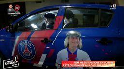 René Malleville à bord de sa voiture customisée aux couleurs du PSG avec le sosie de Didier Raoult