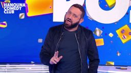 "Hanouna Comedy Club : Le sketch de Cyril Hanouna sur la chanson ""La tribu de Dana"" dans TPMP"