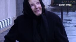 Grolandinfo : Vieux qui sourient - Groland - CANAL+