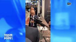 Eric Zemmour pointe des journalistes avec un sniper