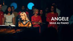 Angèle, seule au piano