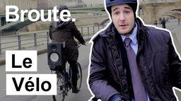 Il roule à vélo à cause des grèves