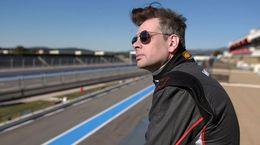 Court-Circuit avec Benjamin Biolay, un road trip à 300 km/h sur le sport automobile