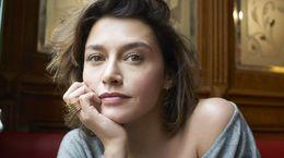 Une interview sans tabous avec Emma de Caunes, réalisatrice de Neuf Meufs