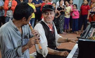 Un piano sur les routes de l'Himalaya