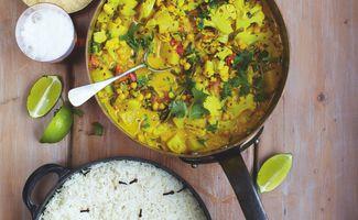Curry Indien Végétarien, Papadums, Riz et Yaourt Mentholé
