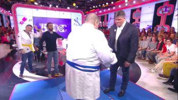 Mokhtar affronte David Douillet dans un combat de judo dans TPMP