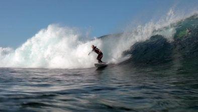 Dans les pas des surfeurs calédoniens