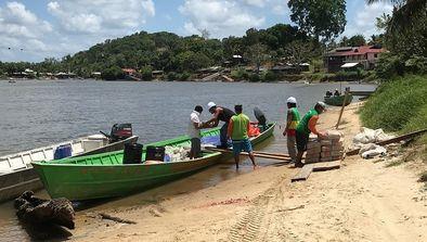 Ravitailler les îles du bout du monde en Polynésie