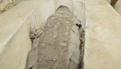 Le sarcophage solitaire