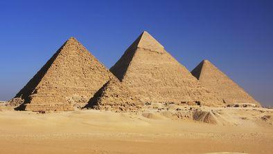 Le pharaon aux trois pyramides