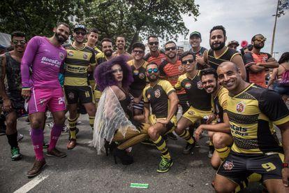 Le club de rugby gay de Rio de Janeiro, au Brésil, lors de la Marche des fiertés locale.