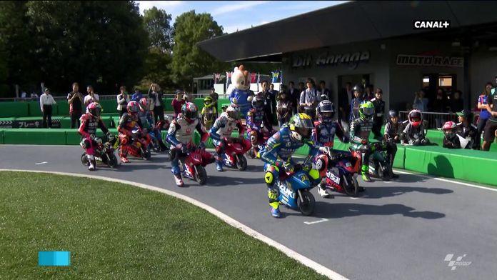 Une course de mini-moto avec les pilotes de Moto GP