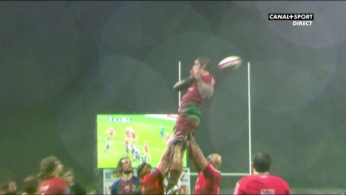 Le ballon glisse des mains des Biarrots, essai pour Grenoble