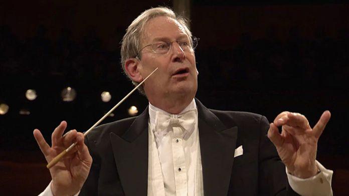 Sir John Eliot Gardiner dirige Dvořák et Mozart