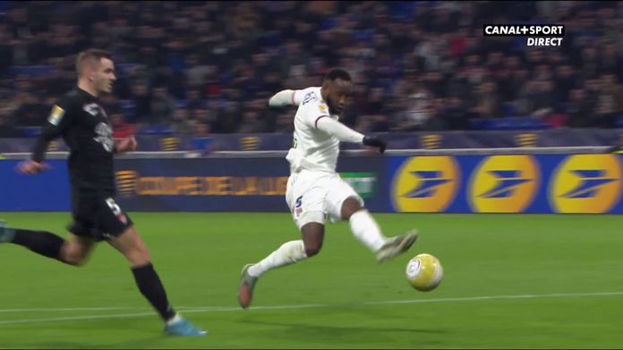 Moussa Dembélé ouvre le score pour l'OL