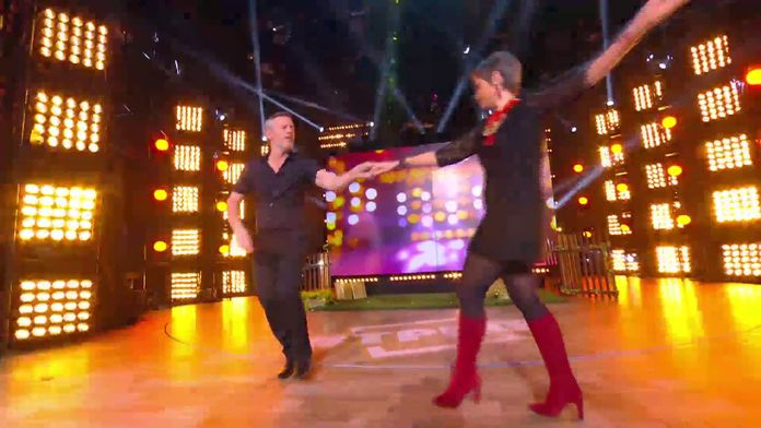 Compétition de danse entre les chroniqueurs