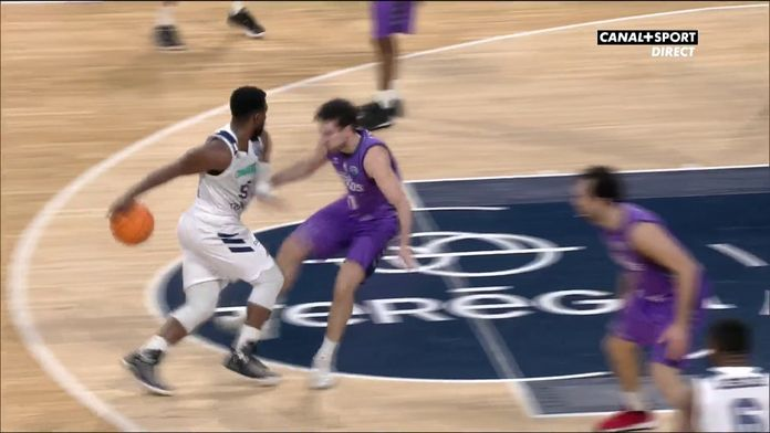 Justin Dentmon rentre un lay-up superbe !