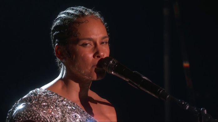 Alicia Keys - Someone You Loved (Parodie Live)