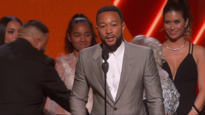 DJ Khaled et John Legend dédient leur Grammy à Nipsley Hussle