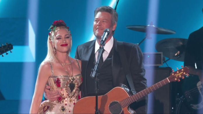 Blake Shelton & Gwen Stefani – Nobody But You (LIVE)