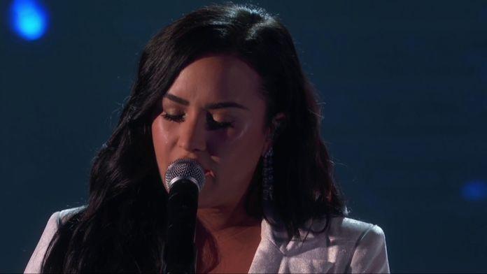 Demi Lovato – Anyone (LIVE)