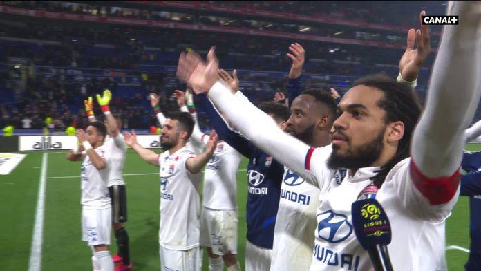 Le clapping des joueurs de l'OL : Lyon / Saint-Étienne