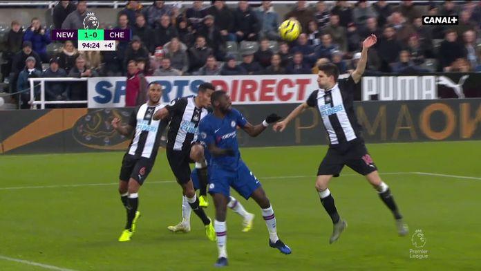 Le but du hold-up des Magpies de Newcastle face à Chelsea