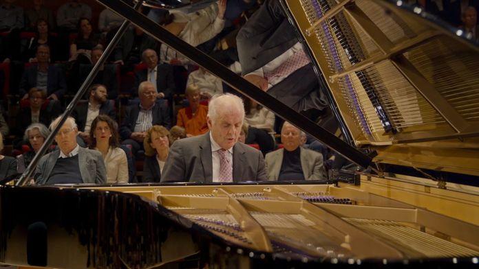 Schubert - Sonates pour piano n°16 et 21 par Daniel Barenboïm