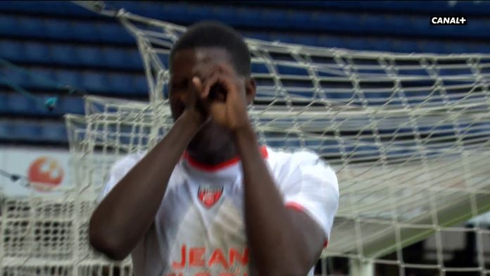 Juste avant la pause, Kitala double la mise pour Lorient