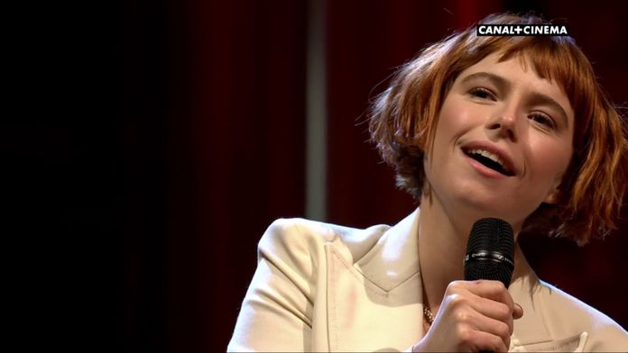 Jessie Buckley interprète Glasgow en live- BAFTAs 2020