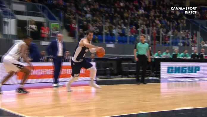 Panier avec la faute de Leloup : Basketball Champions League