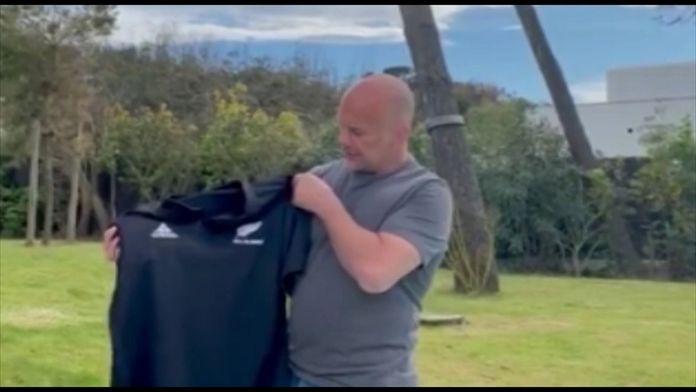 Yannick Bru raconte l'histoire de son maillot échangé avec l'ancien talonneur des All Blacks Anton Oliver : Un maillot, un souvenir