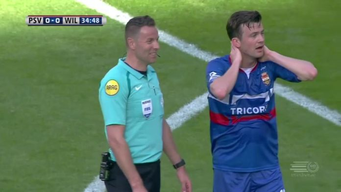 L'incroyable erreur de l'arbitre dans un match d'Eredivisie : Pays-bas