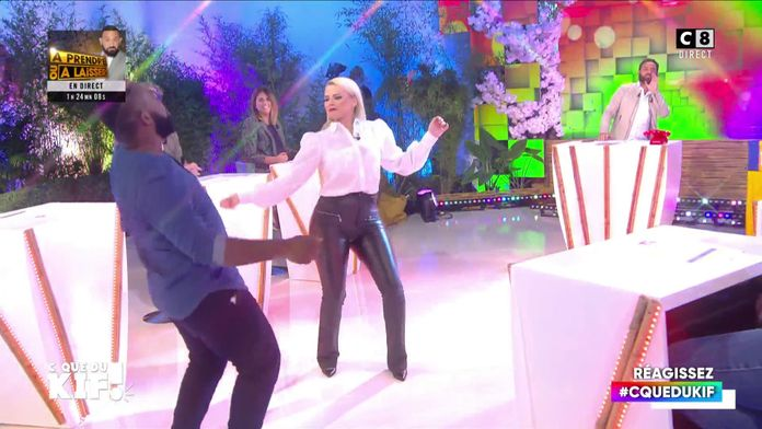 Kelly Vedovelli réalise le rêve d'une personne du public en dansant avec elle